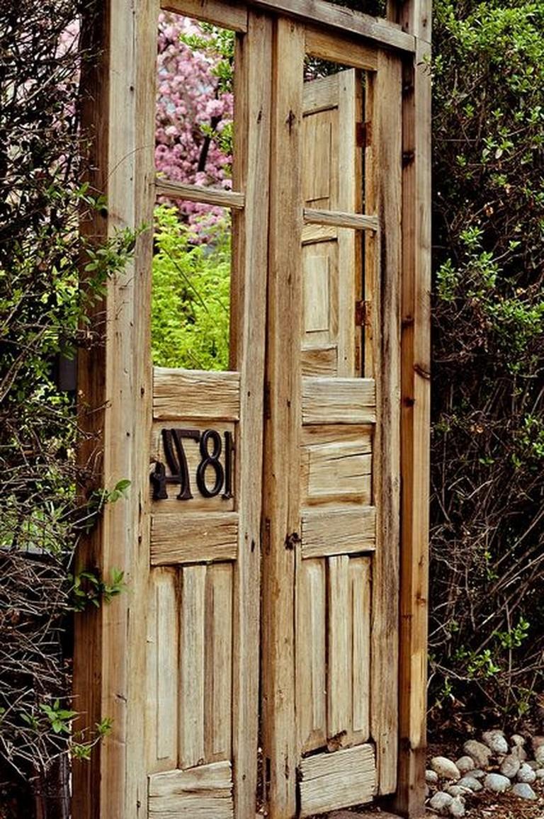 70+ Fantastic Rustic Garden Gates Decor Ideas